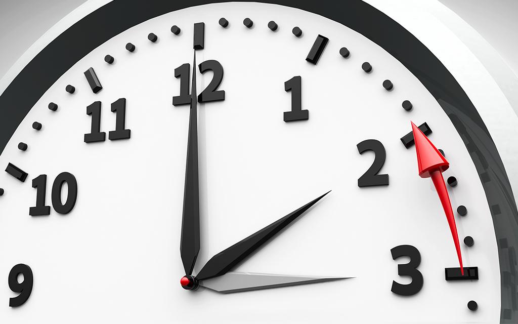 La matinada de diumenge 27 d'octubre s'adopta l'horari d'hivern i s'endarrereix una hora el rellotge